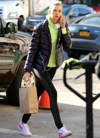 karlie-kloss-heads-to-gym-in-nyc-04-320x440