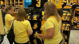 NHL officials have instructed fans to keep an eye out for counterfeit Stanley Cup merchandise. (Image via WPXI)