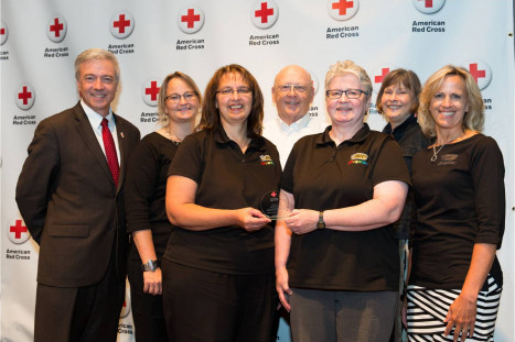 Pictured left to right: Phil Hansen, regional CEO, American Red Cross MN Region; Tami Murphy, Donna Dewanz/site bloodmobile committee chairperson, Warren Harris, JoAnn Schmidt/site mobile committee member; Kerry Chipra, account manager, American Red Cross North Central Blood Services; Betty Jensen