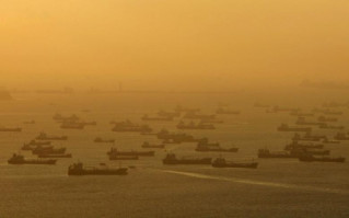 Shipping vessels and oil tankers line up on the eastern coast of Singapore July 22, 2015. (Image via REUTERS/Edgar Su/File Photo)