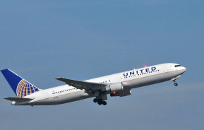 Two teenage girls were barred entry from a United Airlines flight for wearing leggings. (Image via Women's Health)