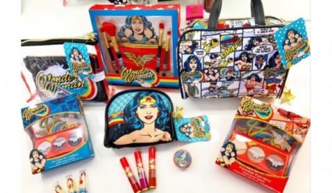 "While ""Wonder Woman"" action figurines aren't available, makeup kits are everywhere. (Image via Den of Geek)"